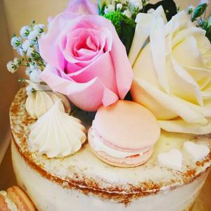 Torta Seminuda con fiori